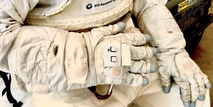 دستکش هوشمند برای کنترل پهپاد و ربات در فضا فراوری می گردد