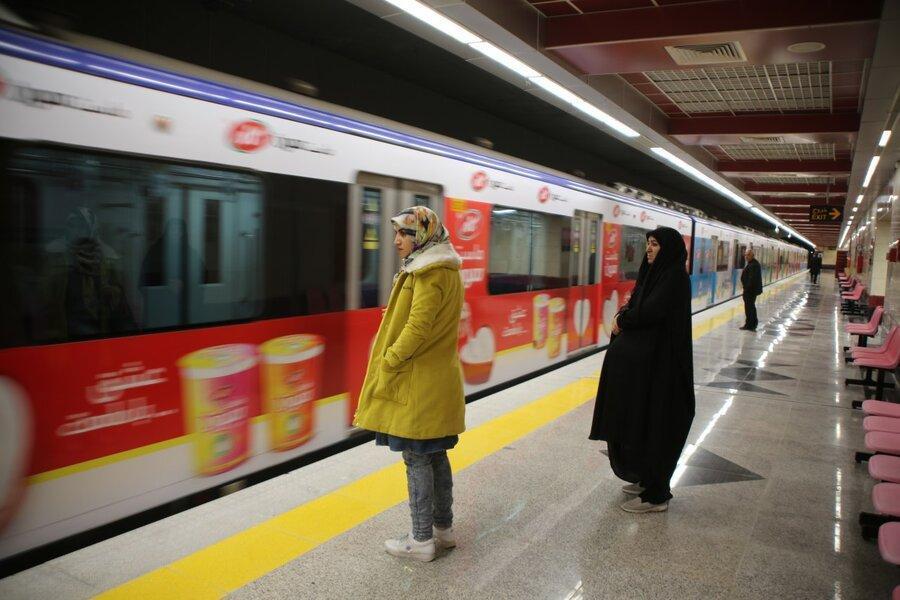 مسافران جدید مترو در ایستگاه کیانشهر