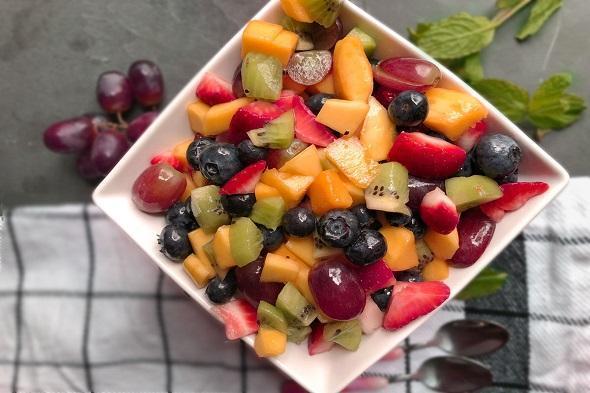 چگونه سالاد میوه جذابی درست کنیم؟ جشنواره مزه های تابستانی