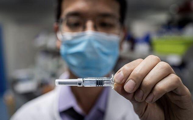 یک مقام چینی واکسن کرونا را روی خود آزمایش کرد