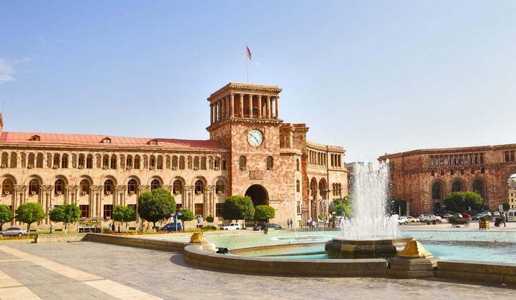 میدان جمهوری ایروان معروفترین جاذبه گردشگری در ارمنستان