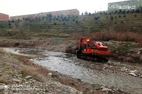 تداوم لایروبی بستر مهرانه رود در شرق تبریز