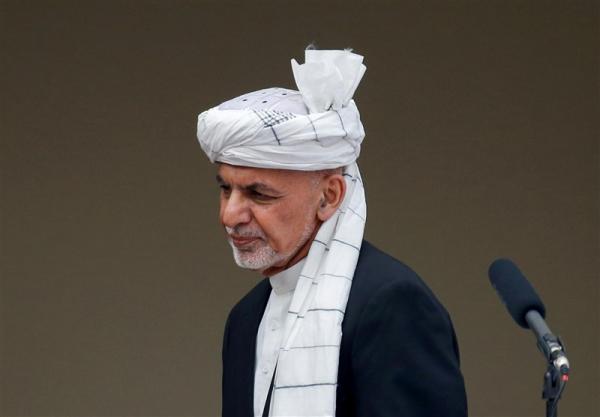کارشناس افغان: طالبان برای منزوی شدن اشرف غنی کوشش می نماید