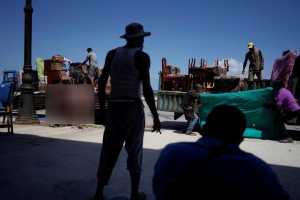 مسابقه هات داگ خوری در عصر کرونا ، قایق مهاجرانی که دیپورت شدند